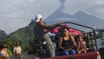 Erupciones lluvias impiden rescate víctimas Volcán Fuego