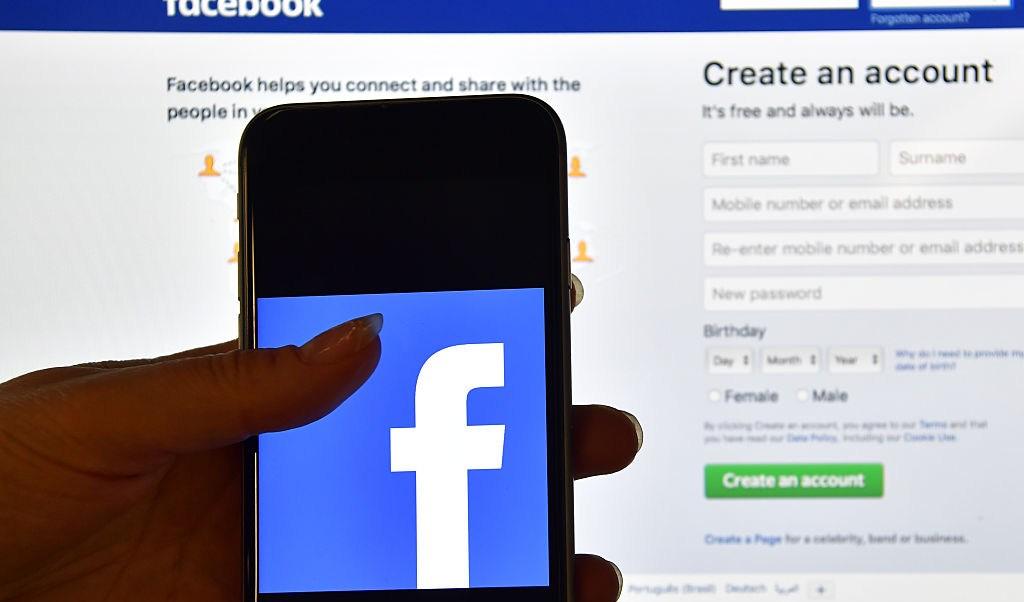 Facebook hizo pública información privada millones usuarios