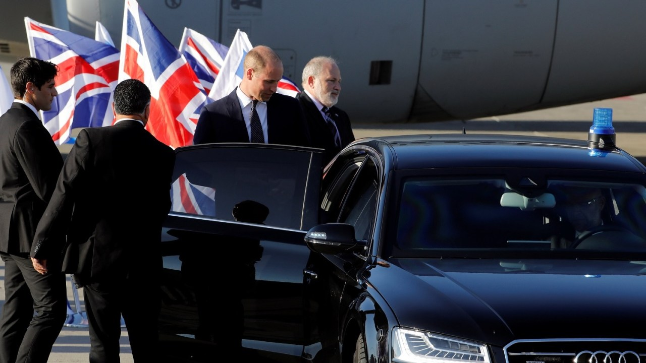 Príncipe Guillermo inicia histórica gira por Medio Oriente