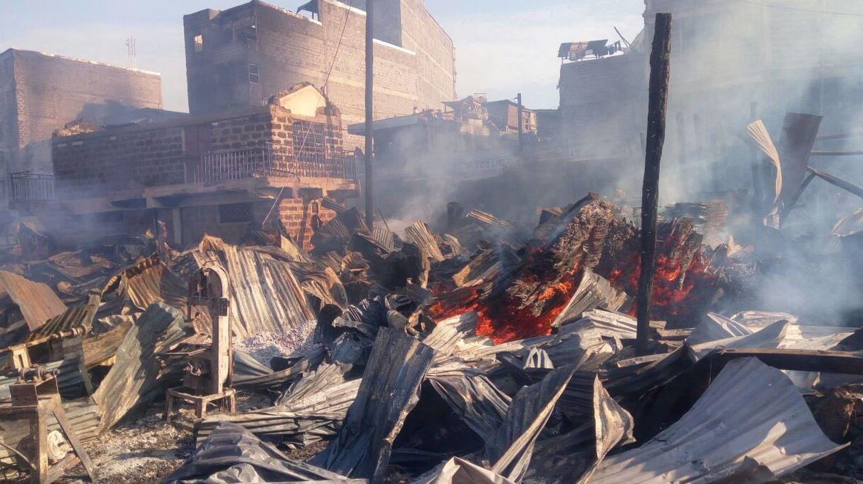 15 muertos y 70 heridos por un incendio en Kenia — Impactante