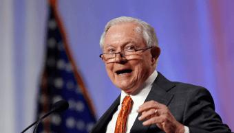 Sessions sugiere que muro fronterizo evitaría separación familias