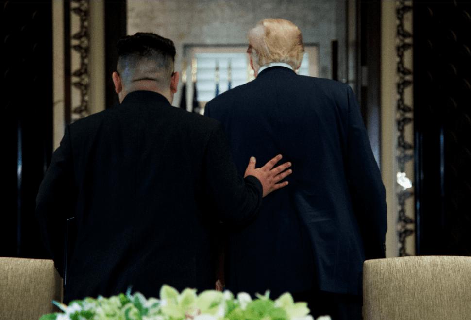 Kim Jong-un y Donald Trump protagonizan encuentro en Singapur. (AP)