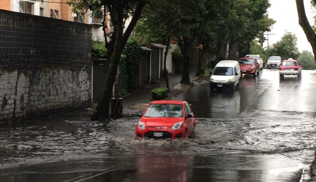 Lluvias causan encharcamientos y accidentes en CDMX. (Noticieros Televisa)