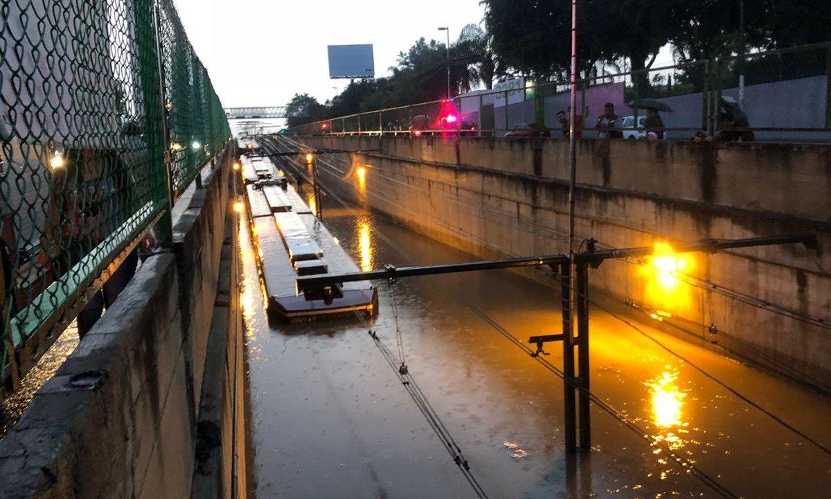 Tromba provoca fuertes inundaciones en Zapopan, Jalisco