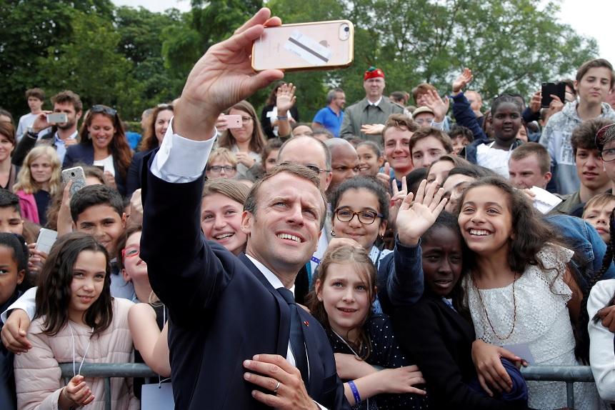 Lección de civismo de Macron a estudiante