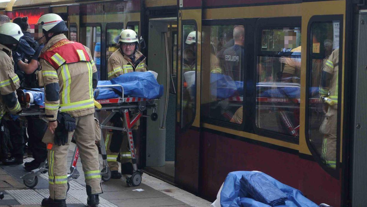 Acuchillan a dos turistas mexicanos en el metro de Berlín