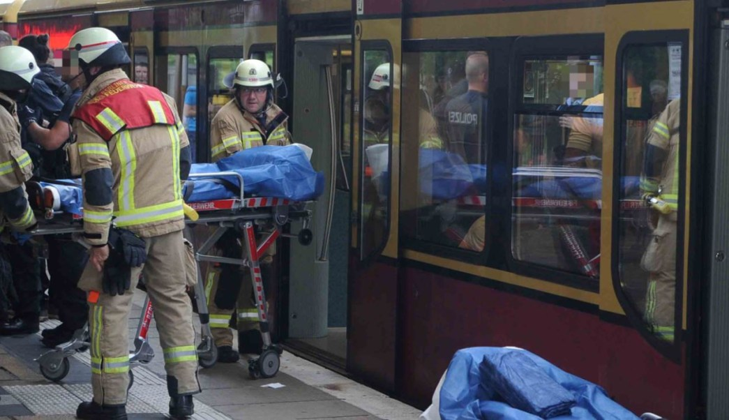 Policía busca testigos de agresión con cuchillo a dos mexicanos en Berlín