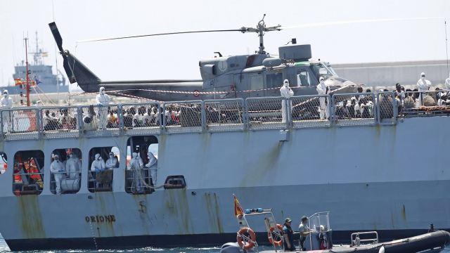 España recibe a 630 migrantes rescatados por buque Aquarius