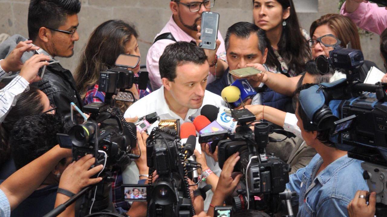Mikel Arriola se reúne con comerciantes de la CDMX