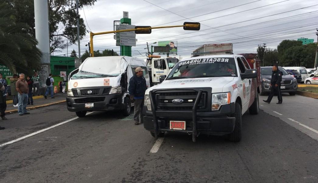 Muere chofer de urban luego de chocar en Vía Morelos, Edomex