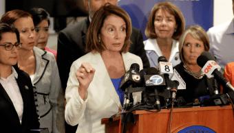 """Nancy Pelosi dice a niños migrantes: """"Estamos con ustedes"""""""