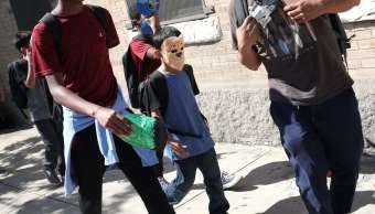 Niños migrantes albergues cajuela auto Patrulla Fronteriza