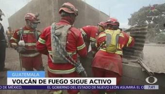 Noticieros Televisa registra desalojo de emergencia ante actividad del Volcán de Fuego