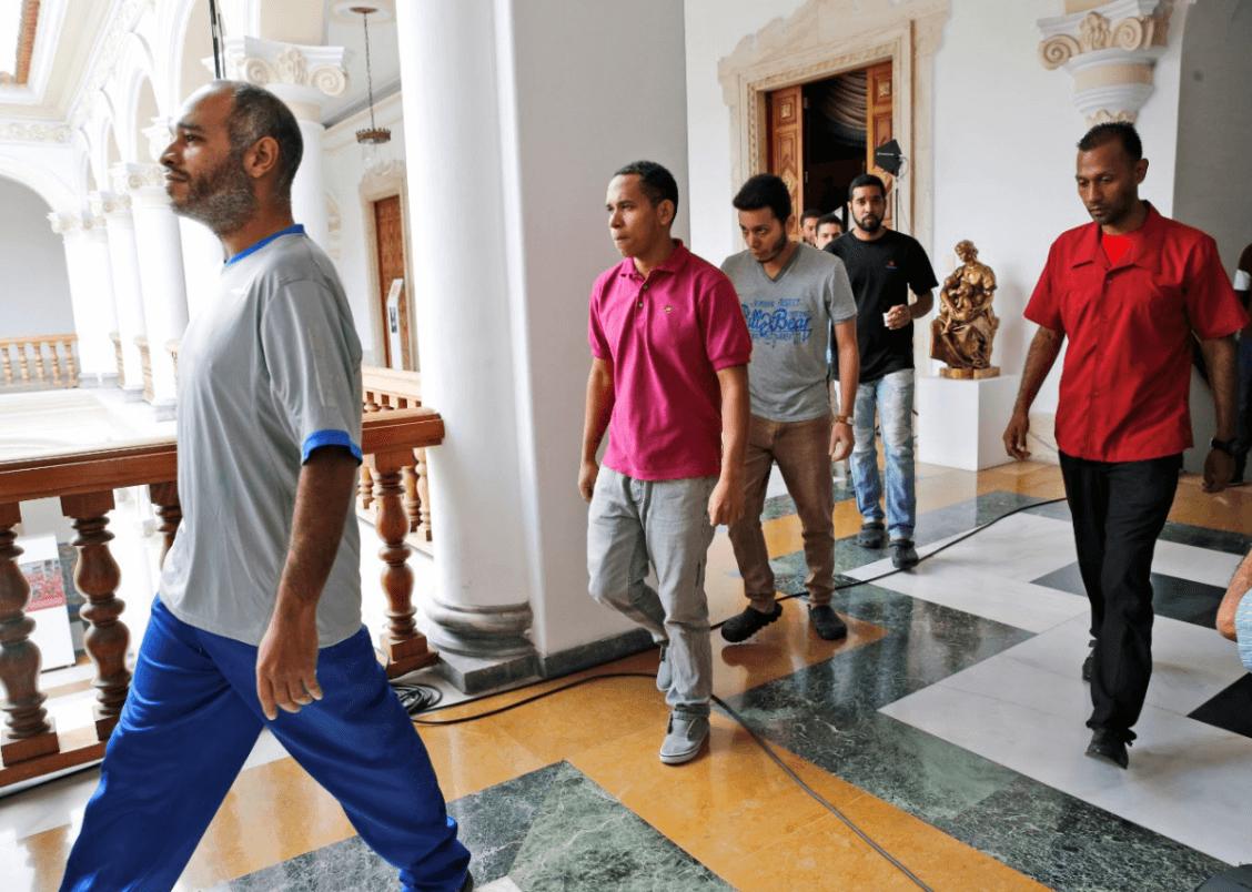 Liberan a opositores presos en Venezuela