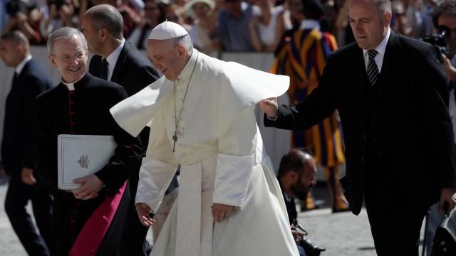 Papa Francisco acepta renuncias de obispos chilenos