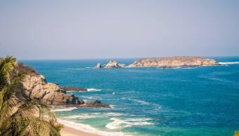 Realizan limpieza en playas de Michoacán tras paso de 'Bud'