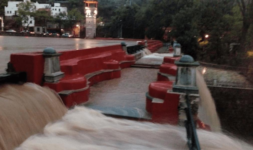 Controlan desbordamiento en presa de la Olla en Guanajuato