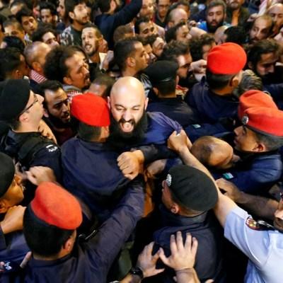 Rey de Jordania reemplaza a primer ministro para contener protestas