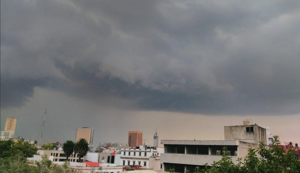 Reportan lluvia en la mayor parte del Valle de México