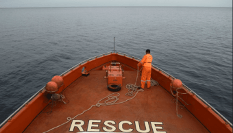 Un muerto y decenas de desaparecidos en Indonesia