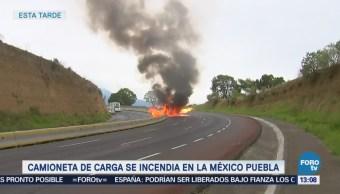 Salen ilesos luego camioneta se incendiara en autopista