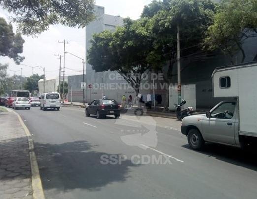 Manifestantes afectan la circulación de la avenida Congreso de la Unión