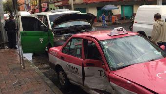Choque taxi y urban deja dos lesionados colonia Anáhuac