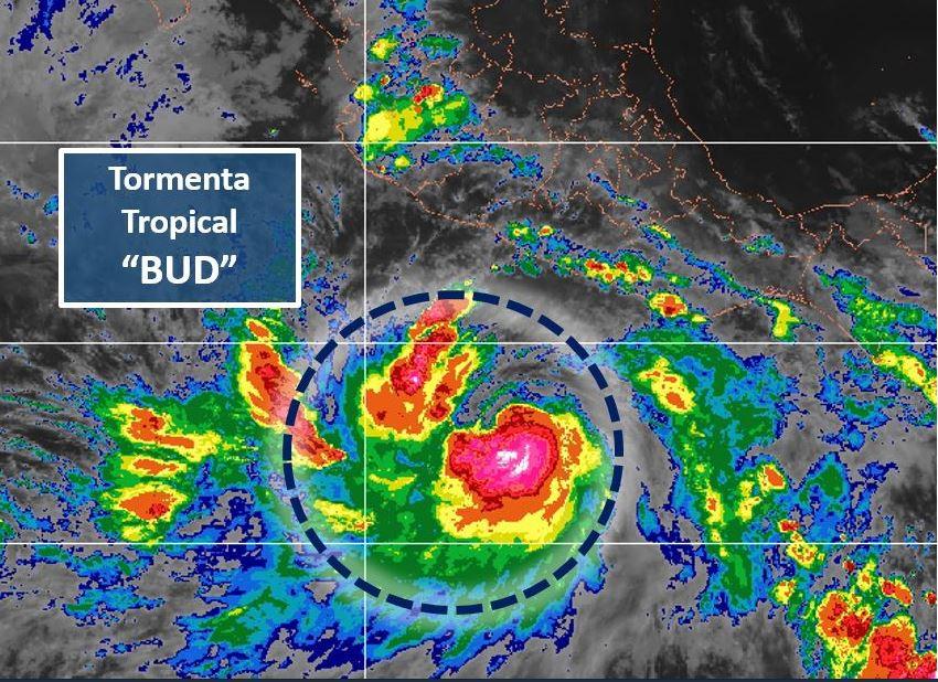 Huracán Bud baja a categoría 3; esperan lluvias potentes en 6 estados