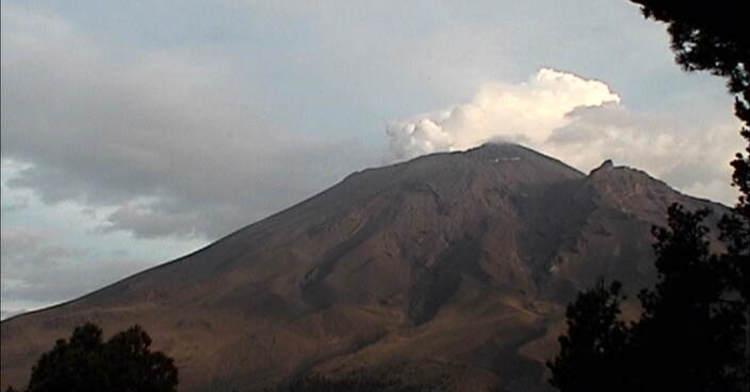 Campesinos siembran cerca del Popocatépetl, pero son precavi