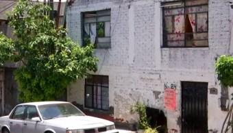 Investigan hallazgo de osamenta de una mujer emparedada en Xochimilco