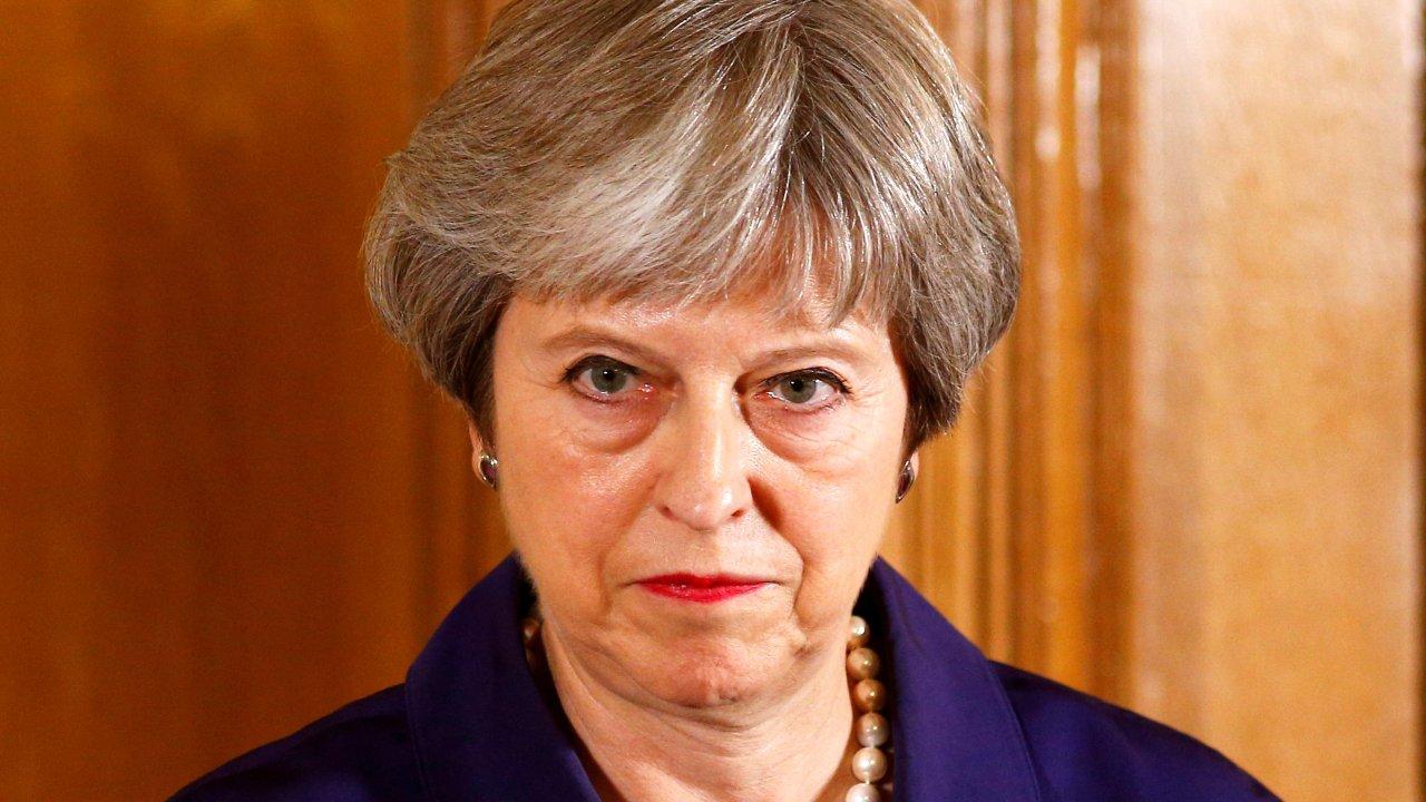 conservadores favor brexit duro y laboristas piden dimision theresa may