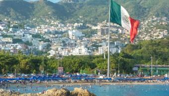 turistas disfrutan calor acapulco durante este verano
