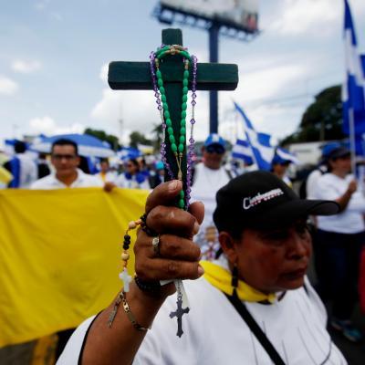 Marchan en Nicaragua para apoyar a obispos llamados 'golpistas'