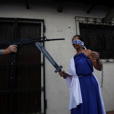 Diálogo en Nicaragua sigue estancado mientras continúa violencia