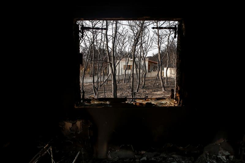 suman muertos incendio forestal grecia atica