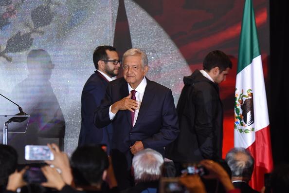 López Obrador garantiza a Peña Nieto una transición