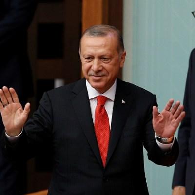 Turquía despide a más de 18,000 funcionarios por supuesto golpismo