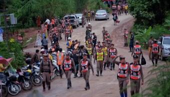 Interrumpen rescate de niños atrapados en Tailandia