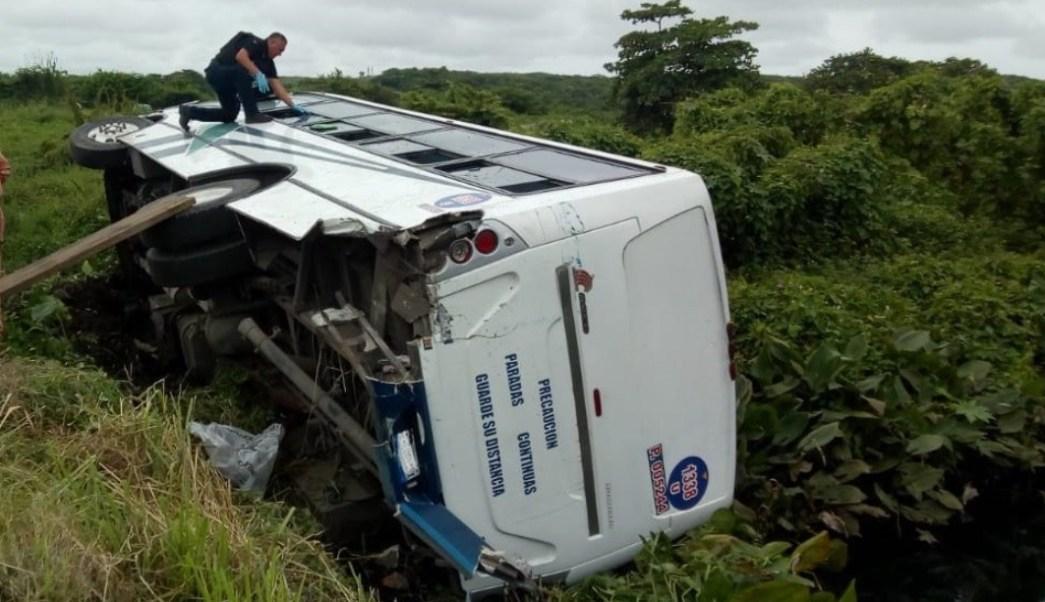 Choque entre tráiler y autobús de pasajeros en Veracruz deja 24 heridos