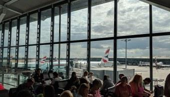 Detienen operaciones en aeropuerto Heathrow por incendio