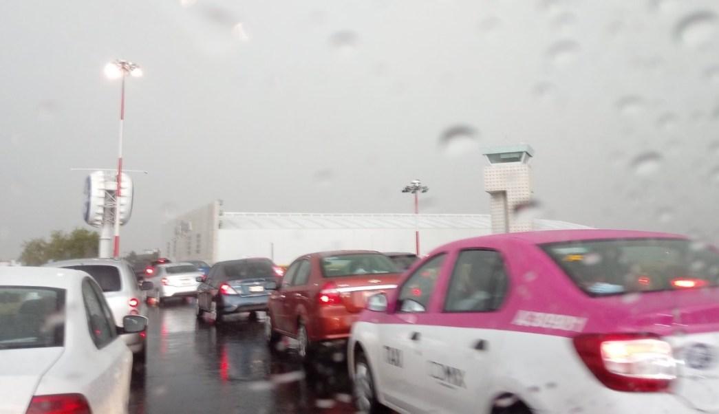 Aeropuerto suspende operaciones por lluvia