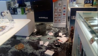 Asaltantes roban celulares plaza comercial en avenida Tezontle