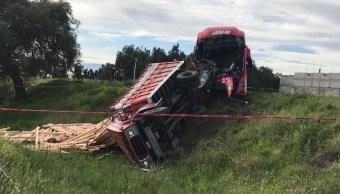 Choque en autopista México-Pirámides deja tres muertos