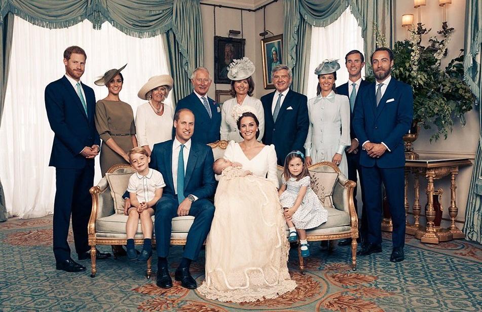 Difunden fotos oficiales del día del bautizo príncipe Luis
