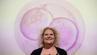 Cumple 40 años el primer bebé nacido por fecundación vitro