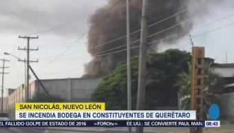 Bomberos combaten incendio en bodega de San Nicolás, Nuevo León