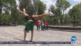 Campeona de fitness infantil participa en funciones de circo para financiar competencias