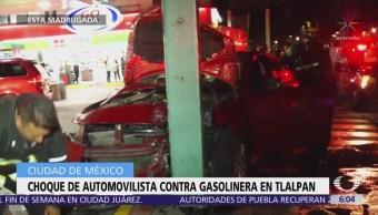 Choca automóvil contra gasolinera en Tlalpan, CDMX