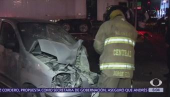 Choca tráiler contra auto en Circuito Interior y Calzada de Guadalupe