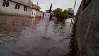 Se desborda canal de Santa Bárbara por lluvias en Ixtapaluca